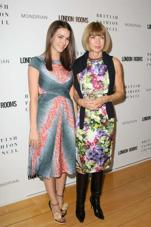 WEST HOLLYWOOD, CA - OCTOBER 19:  American Vogue editor-in-chief Anna Wintour (R) and daughter Bee Shaffer arrive for The British Fashion Council London Show Rooms LA Intitiative Cocktail Party at SkyBar at the Mondrian Los Angeles on October 19, 2011 in West Hollywood, California.  (Photo by Victor Decolongon/Getty Images)