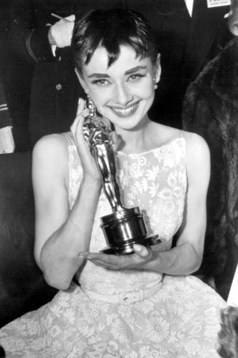 No Merchandising. Editorial Use Only. No Book Cover Usage Manadatory Credit: Photo by c.CSU Archv/Everett / Rex USA (191197a) Audrey Hepburn with her Award for ROMAN HOLIDAY - 1954 75TH ANNIVERSARY OF THE OSCARS - THE AWARDS