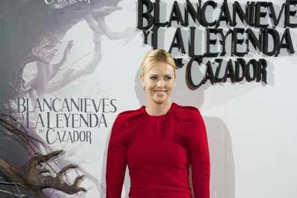 "MADRID, SPAIN - MAY 17:  Actress Charlize Theron attends ""Snow White and the Huntsman"" (Blancanieves y la Leyenda del Cazador) photocall at Casa de America on May 17, 2012 in Madrid, Spain.  (Photo by Carlos Alvarez/Getty Images)"