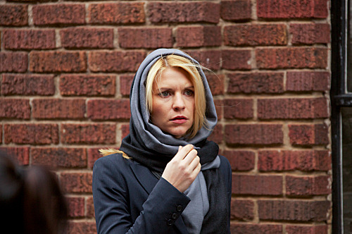 Claire Danes as Carrie Mathison in Homeland (episode 9) - Photo: Kent Smith/SHOWTIME - Photo ID: homeland_108_0029