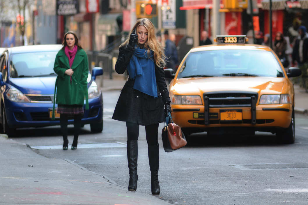 """Cross Rhodes""GOSSIP GIRLPictured (L-R) Leighton Meester as Blair Waldorf and Blake Lively as Serena VanDer WoodsenPHOTO CREDIT: NICOLE RIVELLI / THE CW©2011 THE CW NETWORK. ALL RIGHTS RESERVED."