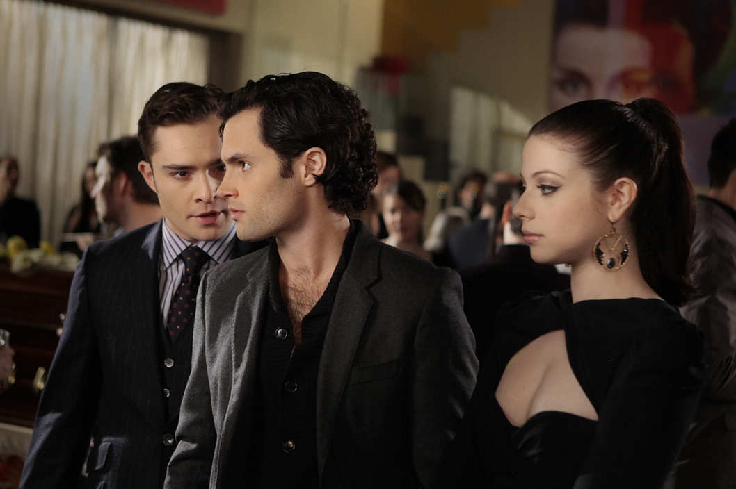 """The Princess Dowry"" GOSSIP GIRL Pictured (L-R) Ed Westwick as Chuck Bass, Penn Badgley as Dan Humphrey and Michelle Trachtenberg as Georgina Sparks."