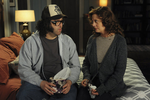 "30 ROCK -- ""Alexis Goodlooking and the Case of the Missing Whisky "" Episode 610 -- Pictured: (l-r) Judah Friedlander as Frank Rossitano, Susan Sarandon as Lynn Onkman."