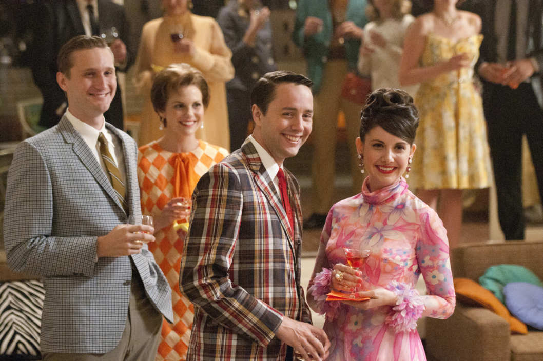 Ken Cosgrove (Aaron Stanton), Cynthia Cosgrove (Larisa Oleynik), Pete Campbell (Vincent Kartheiser) and Trudy Campbell (Alison Brie) - Mad Men - Season 5, Episode 1 - Photo Credit: Michael Yarish/AMC