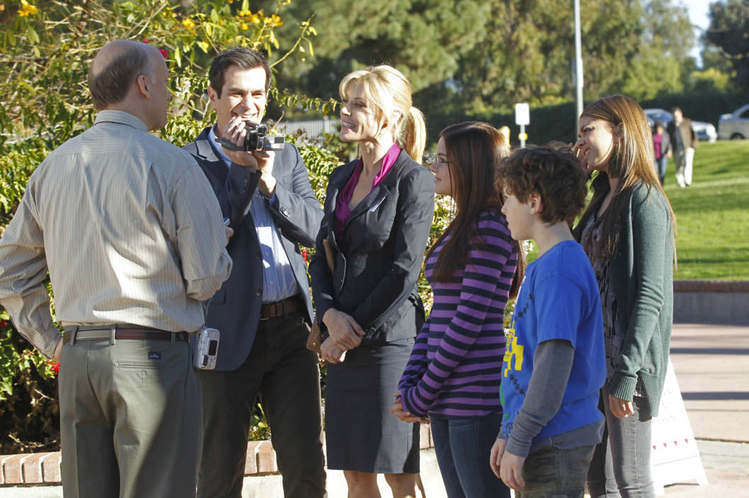 Election day modern family for Modern family house 90210