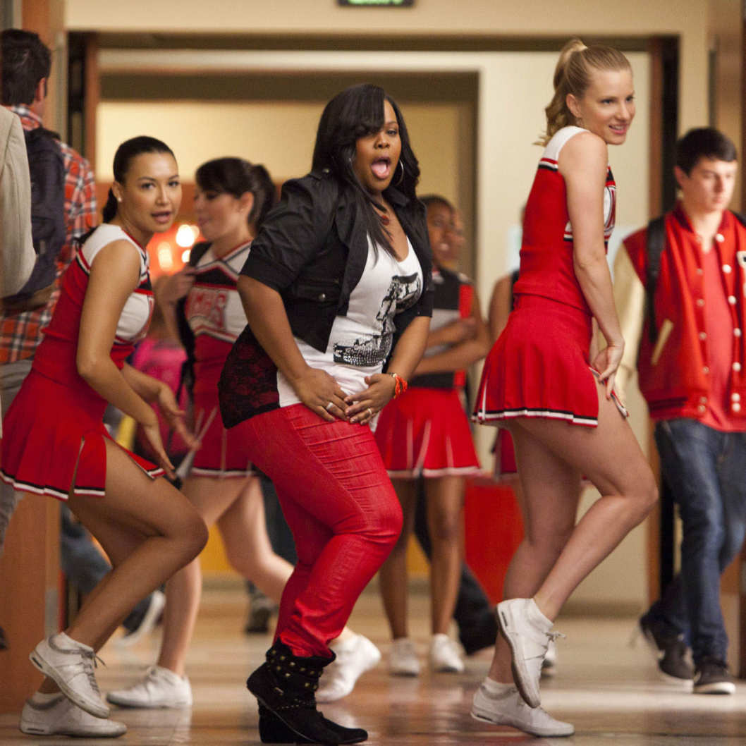 "Mercedes (Amber Riley, C), Santana (Naya Rivera, L) and Brittany (Heather Morris, R) perform in the ""Saturday Night Glee-ver"" episode of GLEE airing Tuesday, April 17 (8:00-9:00 PM ET/PT) on FOX."