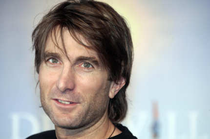 "South African actor Sharlto Copley poses during the photocall of the movie ""District 9"" directed by South African born director Neill Blomkamp on September 6, 2009 at the 35th American Film Festival, in Deauville, northwestern France.           AFP PHOTO / FRANCOIS GUILLOT (Photo credit should read FRANCOIS GUILLOT/AFP/Getty Images)"