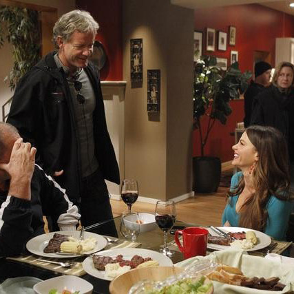 "MODERN FAMILY - ED O'NEILL, CHRISTOPHER LLOYD (EXECUTIVE PRODUCER), SOFIA VERGARA- ""Aunt Mommy"""