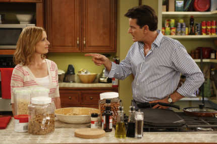 ANGER MANAGEMENT: Episode 9: Charlie's Dad Visits (Airs Thursday, August 16, 9:30 pm e/p) L-R: Shawnee Smith as Jennifer Goodson, Charlie Sheen as Charlie Goodson.