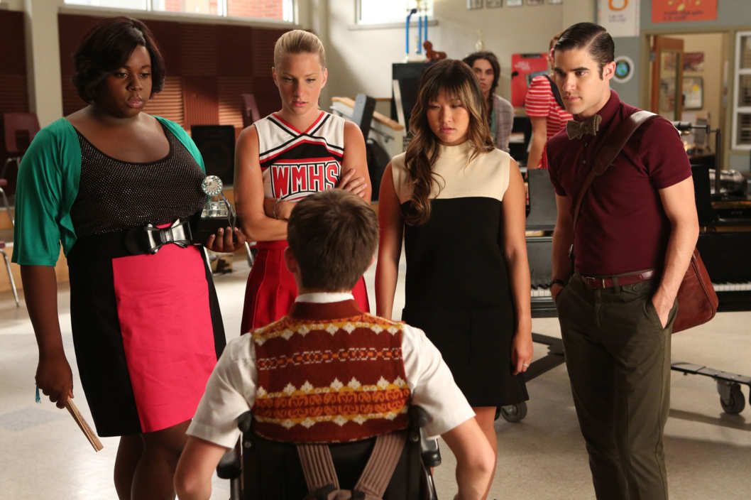 "GLEE: L-R: Unique (guest star Alex Newell), Brittany (Heather Morris), Tina (Jenna Ushkowitz) and Blaine (Darren Criss) ask Artie (Kevin McHale, bottom) to pick one of them as the next glee club star in ""The New Rachel,"" the Season Four premiere episode of GLEE airing on a new night and time Thursday, Sept. 13 (9:00-10:00 PM ET/PT) on FOX. ©2012 Fox Broadcasting Co. Cr: Mike Yarish/FOX"