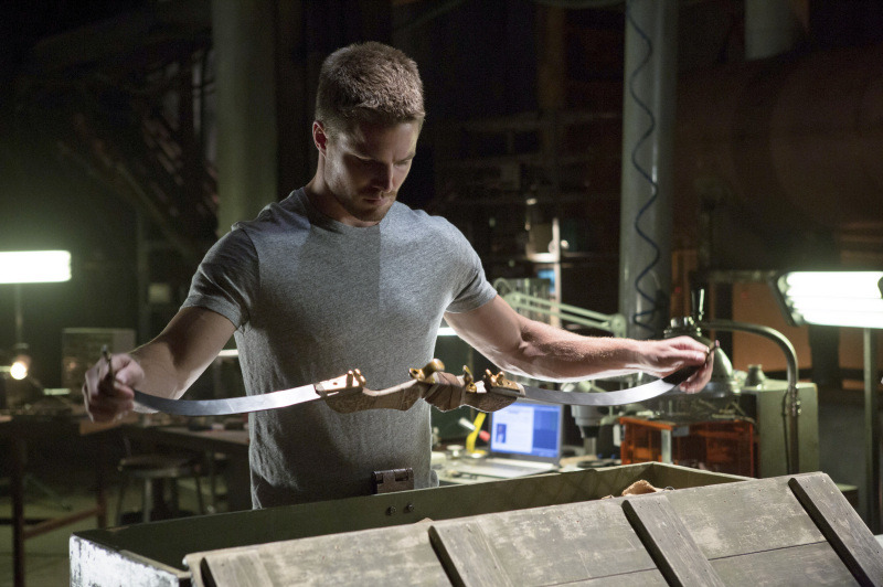 "Arrow ?€"" ?€?Lone Gunman?€ -- Image AR103c_0318b. Pictured: Stephen Amell as Oliver Queen -- Photo: Jack Rowand/The CW -- ©2012 The CW Network. All Rights Reserved."