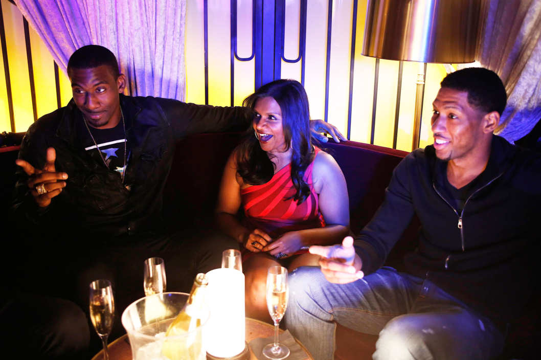 "THE MINDY PROJECT: Mindy (Mindy Kaling, L) hangs out with NBA basketball players Amar'e Stoudemire (L) and Danny Granger (R) in the ""In the Club"" episode of THE MINDY PROJECT airing Tuesday, Oct. 9 (9:30-10:00 PM ET/PT) on FOX."