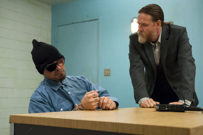 SONS OF ANARCHY-- J'ai Obtenu Cette -- Episode 513 (Airs Tuesday, December 4, 10:00 pm e/p) -- Pictured: (L-R) Kurt Sutter as Otto 'Big Otto Delaney, Donal Logue as Lee Toric