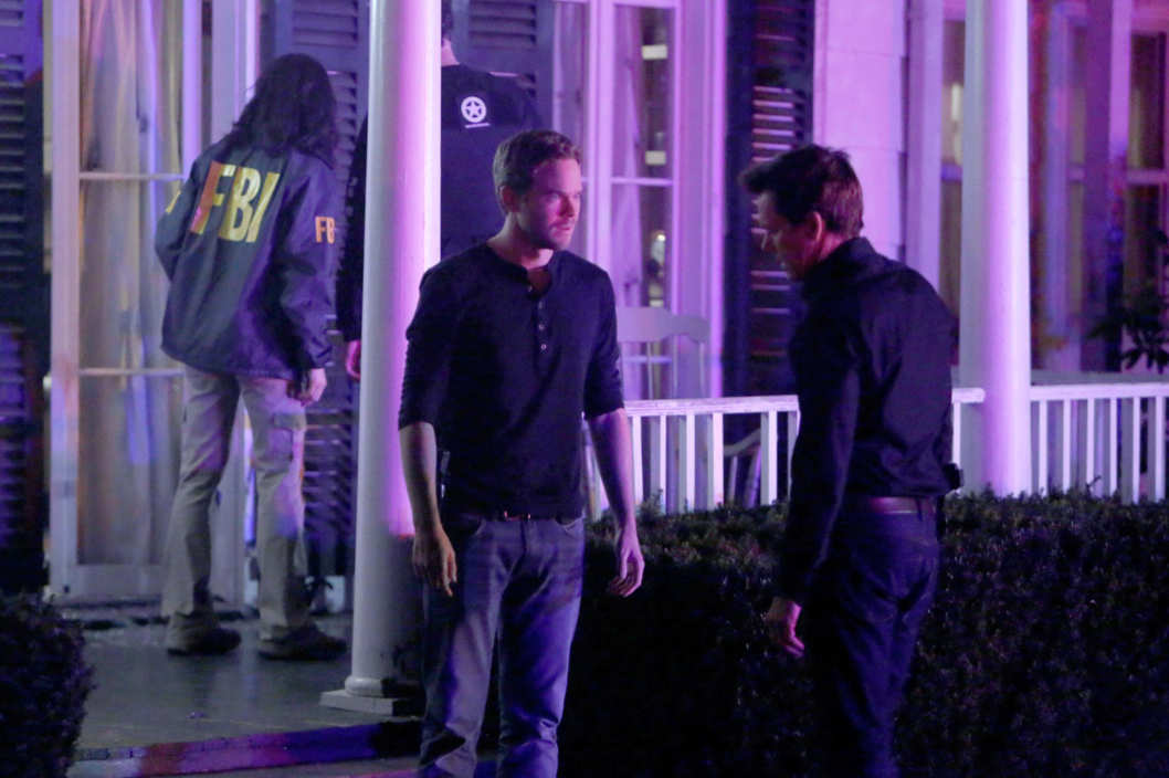 "THE FOLLOWING: Weston (Shawn Ashmore, L) and Ryan Hardy (Kevin Bacon, R) look for the followers in the ""The Fall"" episode of THE FOLLOWING airing Monday, Feb. 25 (9:00-10:00 PM ET/PT)"