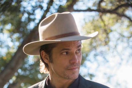 JUSTIFIED -- The Hatchet Tour -- Episode 9 (Airs Tuesday, March 5, 10:00 pm e/p) -- Pictured: Timothy Olyphant as Deputy U.S. Marshal Raylan Givens -- CR: Prashant Gupta/FX