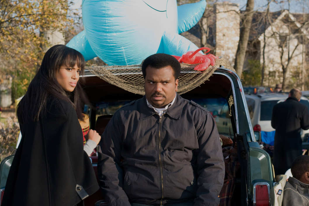 Grace Peeples (Kerry Washington) and Wade Walker (Craig Robinson) in PEEPLES. Photo credit: Nicole Rivelli