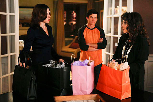 """The Bit Bucket""--Alicia (Julianna Margulies, left) talks with Zach (Graham Phillips, center) and her mother, Veronica (Stockard Channing, right), who ends up helping Alicia unexpectedly, on THE GOOD WIFE, Sunday, Oct. 6 (9:00-10:00 PM, ET/PT) on the CBS Television Network Photo: Craig Blankenhorn/CBS ????2013 CBS Broadcasting Inc. All Rights Reserved"