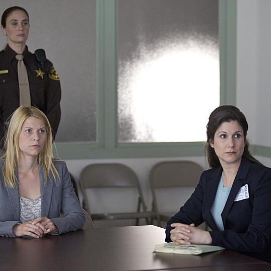 Claire Danes as Carrie Mathison and Stephanie J. Block as Patricia Cooper in Homeland