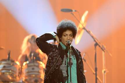 LAS VEGAS, NV - MAY 19:  Musician Prince performs onstage during the 2013 Billboard Music Awards at the MGM Grand Garden Arena on May 19, 2013 in Las Vegas, Nevada.  (Photo by Ethan Miller/Getty Images)