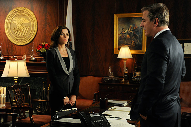 """We, The Juries""--Alicia and Will each represent one-half of a couple accused of smuggling drugs, but the courtroom becomes mired in confusion and legal technicalities when they insist on separate jury pools.  Meanwhile, Cary attempts to woo a Lockhart/Gardner client, Kalinda tries to repair a damaged relationship and Marilyn begins her investigation into possible voter fraud during the gubernatorial election, on THE GOOD WIFE."
