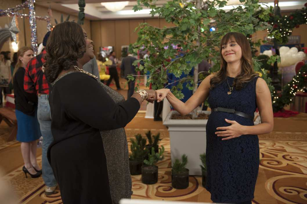 "PARKS AND RECREATION -- ""Ann & Chris"" Episode 613 -- Pictured: (l-r) Retta as Donna Meagle, Rashida Jones as Ann Perkins -- (Photo by: Colleen Hayes/NBC/NBCU Photo Bank)"