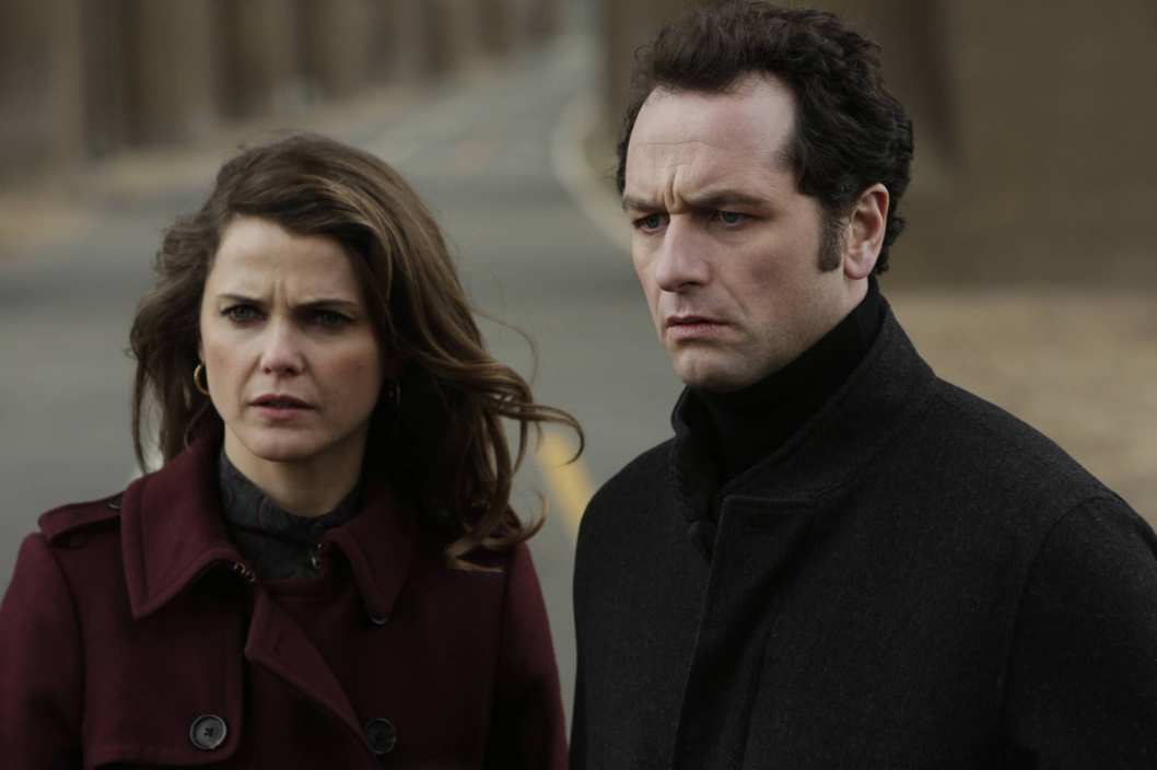 "THE AMERICANS -- ""Echo"" -- Episode 13 (Airs Wenesday, May 21, 10:00 PM e/p) Pictured: (L-R) Keri Russell as Elizabeth Jennings, Matthew Rhys as Philip Jennings. CR. Patrick Harbron/FX"